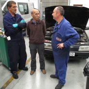 Lamin, el mecánico de Gazuani, termina su formación en motores de inyección en Vitoria-Gasteiz